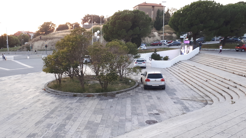 Parkiranje u pješačkoj zoni