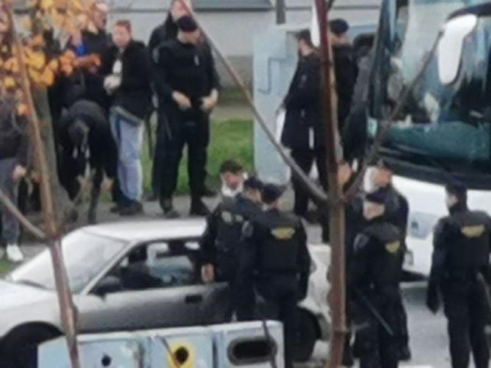 Policija maltretira navijače