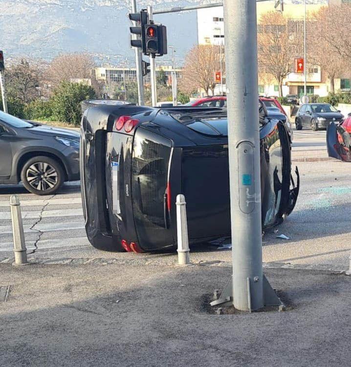 Prevrnuo se auto, prometna u Splitu