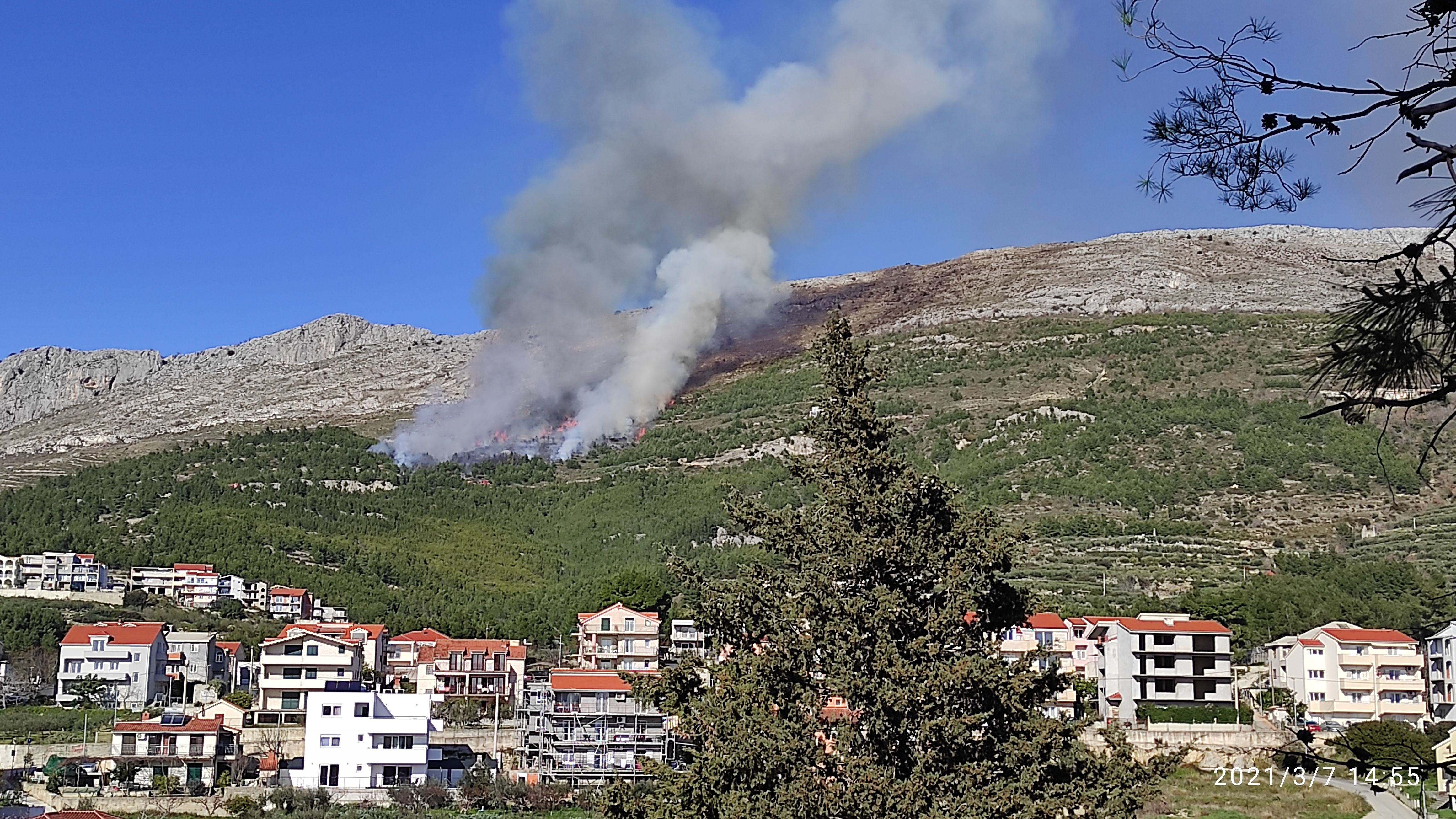 Požar iznad Strožanca