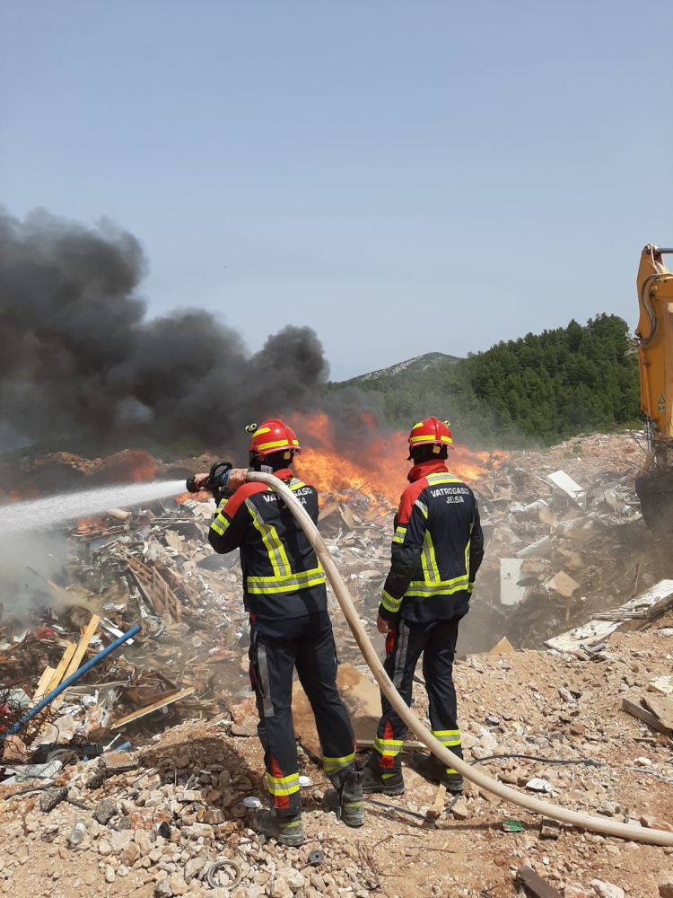 Požar na deponiju | foto: DVD Jelsa