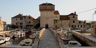 Povijest Kaštela: Trogirski i splitski plemići digli su dvadesetak utvrda kako bi zaštitili težake i ljetinu