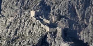 Saznajte povijest fascinantnih omiških tvrđava