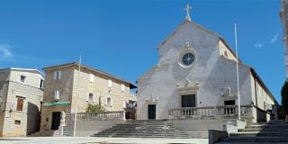 Župne crkve otoka Brača: Selačka se naziva katedralom, a ložiški zvonik drži se najljepšim