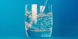 Ne pijete dovoljno vode? Evo kako se prisiliti