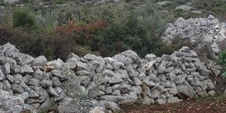 DALMATINSKO EVANĐELJE: Gradnja gomile i vapnenice