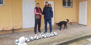 Bivši Hajdukov veznjak obradovao klub iz Supetra s novim loptama!