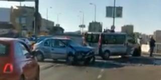 GUŽVE U VUKOVARSKOJ Sudarili se auto i kombi, pogledajte video