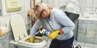 Danijela Dvornik: Na koljenima čistim wc školjku jer se ona ne može sagnuti