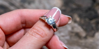 Prodavačica mušteriji ukrala skupocjeni prsten