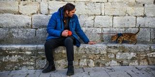 Šibenski poduzetnik po gradu šeta s križancem mačke i leoparda