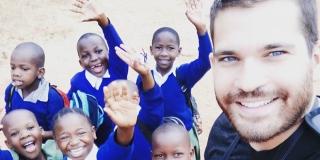 ČOVJEK KOJI ČINI SVIJET BOLJIM Dejan Nemčić: Nismo svjesni koliko sitnice nekome znače, jedna olovka može utjecati na to da dijete u Africi završi školu