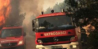 FOTOGALERIJA Požar kraj Stona, vatru gase i zračne snage