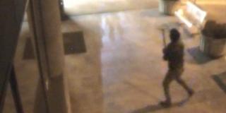 Snimljen muškarac koji je porazbijao vrata i prozore na Klinici Nikice Gabrića