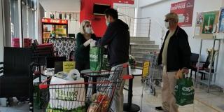 Apfel darovao umirovljenicima 300 paketa iznenađenja s proizvodima hrvatskih tvrtki