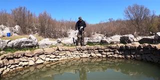 NOVI JUKIN VIDEO Znate li što je 'magnet fishing'?
