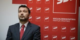 SDP-ov NAČELNIK NAPAO BAUKA Već se događaju tajni sastanci i opet se prvi u cijeloj priči pojavljuje 'neprikosnoveni politički mag'