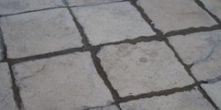 Polomljene kamene ploče u Krešimirovoj ulici u Splitu