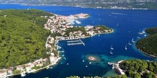 FOTOGALERIJA: Na Korčuli se gradi pontonska luka, osigurat će se 88 novih vezova