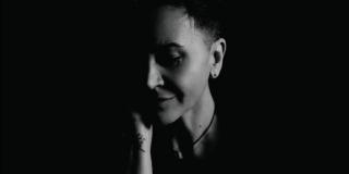 For Him and Her novi je studijski album Amire Medunjanin