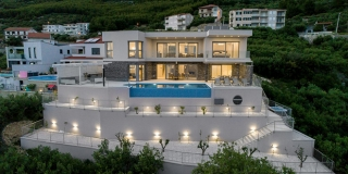 FOTOGALERIJA Suvremena vila za odmor s panoramskim pogledom na more