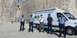 Strani policajci u Splitu, Trogiru i Kaštelima