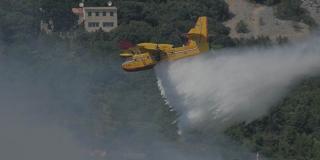 MORH: Četiri kanadera gase požar kod Kaštel Sućurca
