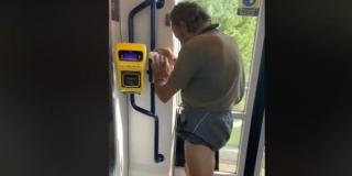 KORISTI OD KORONE: Sredstvom za dezinfekciju u autobusu oprao se od glave do pete