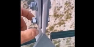 VIDEO: JE LI MOGUĆE?! Na biokovskom Skywalku posjetitelji prstima odvijaju matice na konstrukciji