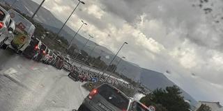 Zbog kiše u Kaštelima velike gužve po cesti
