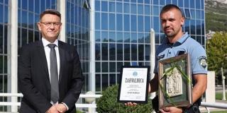 Dodijeljena nagrada Policajac-prijatelj zajednice solinskom policajcu Vladi Rubelju