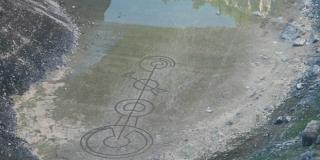 MISTERIJ U IMOTSKOM Na dnu presušenog Modrog jezera osvanuli čudni znakovi
