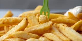 BEZ PRSKANJA ULJA Način za pečenje pomfrita koji ima 80-ak umjesto 300 kalorija