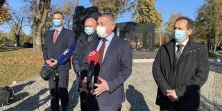 Izaslanstvo HNS-a položilo vijence i zapalilo svijeće na zagrebačkom Mirogoju