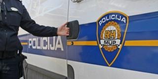 Navijači podivljali u policijskoj postaji i napali policajca