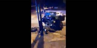 VIDEO STRAVIČNE NESREĆE NA MERTOJAKU Autom se slupao u stup