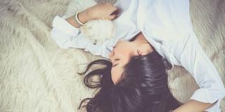 SVI MISTERIJI SNA Zašto se kada tonemo u san znamo 'stresti'?