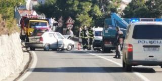 PROMETNA U PODSTRANI Sudarili se teretni i osobni automobil, jedna je osoba ozlijeđena