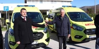 OBNAVLJA SE VOZNI PARK Nova vozila Hitne pomoći za Blato i Korčulu