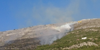 FOTO/VIDEO Gori iznad Strožanca, dignut i kanader