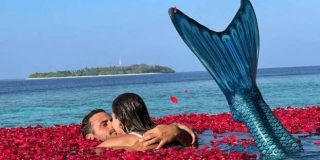 Hauser i dalje uživa sa sirenom: Pjevao joj pa se ljubili u bazenu