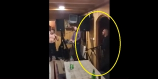VIDEO Na korona-dernek na Palama upao s automatskom puškom i zapucao u krčmi