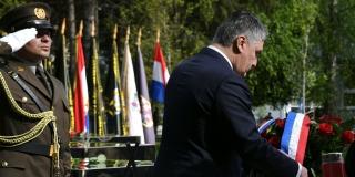 MILANOVIĆ SE ZABAVLJA: Premijera i ministre pozdravio s 'Di ste partizani?'