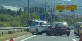 SUĆARAC Sudarila se dva automobila, nitko nije ozlijeđen