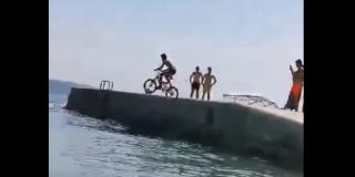 VIDEO: NOVI OLIMPIJSKI SPORT U DALMACIJI Skok biciklom u more