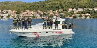 PREDSTAVLJAMO VATROGASNA DRUŠTVA Beskućnici, bez ijednog zaposlenog, ali s prvim vatrogasnim brodom na otoku