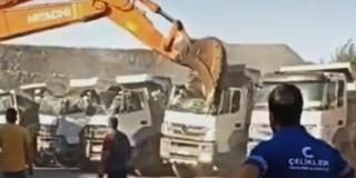 VIDEO: Radnik nije dobio plaću, sjeo je u bager i razbio pet kamiona