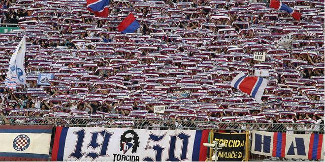 Torcida pred Jadranski derbi poslala poruku svim Hajdukovim navijačima!