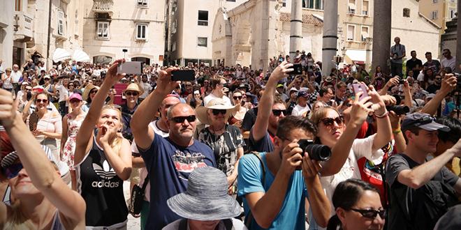 LITO IDE, SEZONA NE STAJE Upute za strance: Kako biti loš turist u Hrvatskoj