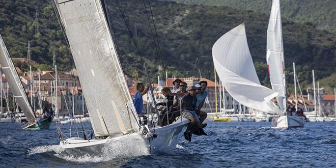Startala Viška regata po novoj ruti